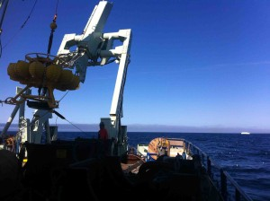 The tripod makes its way to the back of the ship. At right: the tripod's iceberg foe.