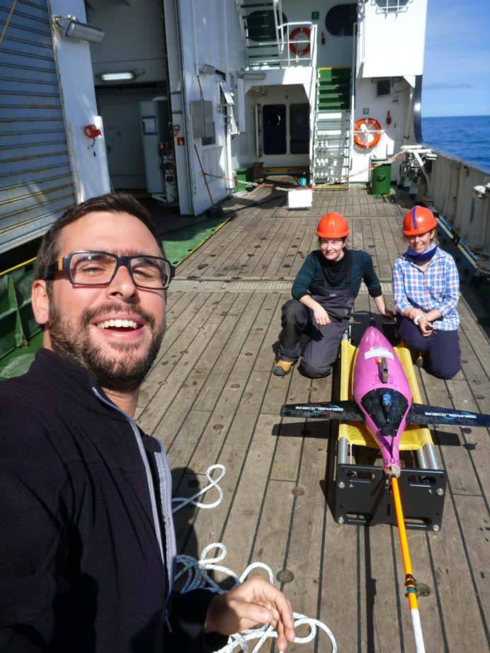 Happy selfie after the recovery of Bowmore, with our two glider experts (Estelle and Karen)